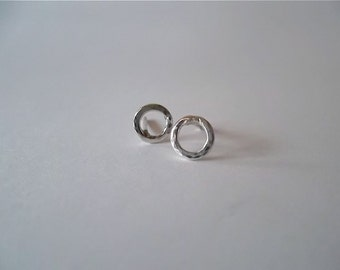 "TiNy BuBbLeS... TiNy STeRLiNg SiLVeR ""O"" PoSt EaRRiNgS"