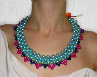Chic, colorful pearl necklace