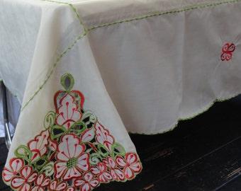 Vintage Tablecloth & 8 Matching Napkins