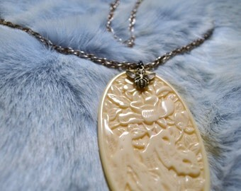 Vintage Ivory Colored Pendant Necklace Boho