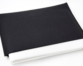 Macbook Pro 13 Sleeve - 100% Merino Wool - Black - Landscape