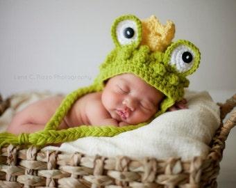Crochet newborn frog prince hat, photo prop. Newborn prop, newborn boy
