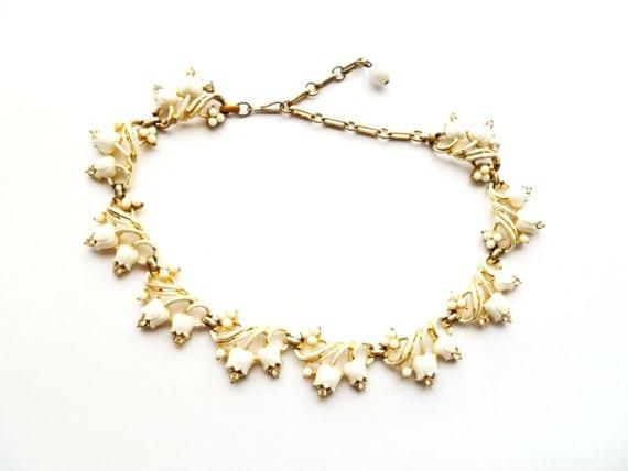 Vintage Coro White Tulip Necklace 1950s Thermoset Plastic