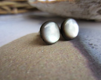 Moonglow-Pearly Studs
