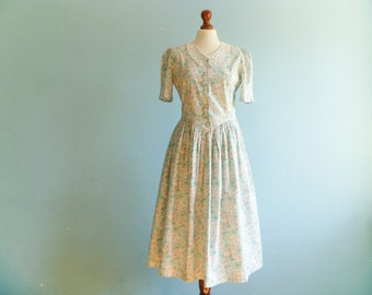Vintage floral dress pastel pink green beige / romantic / crochet crocheted collar / buttoned top / short puff sleeves / long / medium
