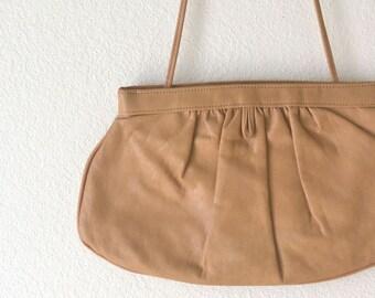 Leather Shoulder Purse 80s Vintage Tan Beige Long Shoulder Strap Kiss Clasp Handbag