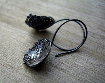 Silver wire earrings - Noodles in Black