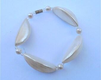 Vintage Mother of Pearl Bracelet Vintage White Pearl Bracelet Shell Bracelet White Seashell Bracelet Geometric Bracelet MOP Trochus Garlc