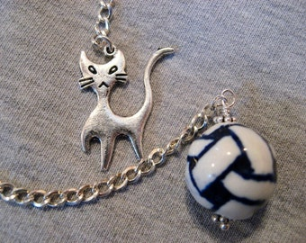 Cat Dowsing Pendulum - Kitty Cat with Porcelain Ball of Yarn