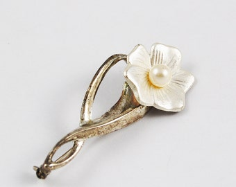 Vintage Pearlized White Flower Brooch