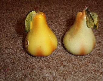 vintage salt pepper shakers pears