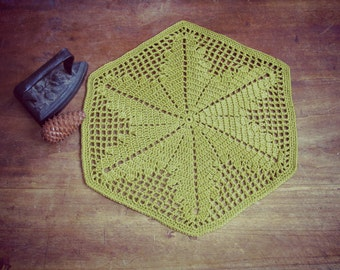 Doily placemat  green - geometric exagon leaf motive - cottage style, beach wedding - SALE 40%