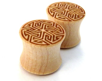 "Maze of Life Maple Wooden Plugs 00g (10mm) 7/16"" (11mm) 1/2"" (13mm) 9/16"" (14mm) 5/8"" (16mm) 3/4"" (19mm) 7/8"" (22mm) Wood Ear Gauges"