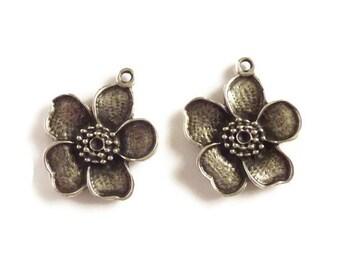Antique Silver Flower Pendants  P 30 018