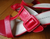 Red T-strap big buckle slides summer sandals wood look kitten heel retro rockabilly vibe Sag Harbor size 8M
