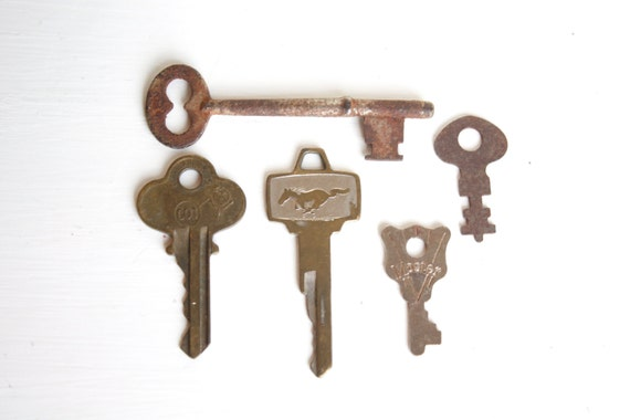 Vintage Keys Skeleton Key Mustang Key Lot Of Five