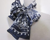 VERA SCARF VINTAGE Paisley Navy and White