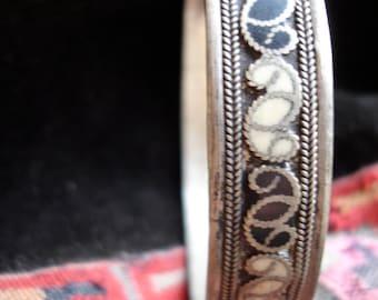 Moroccan white  and black enamel bracelet bangle