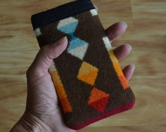 Wool iPhone SE Sleeve, iPhone SE Case, iPhone SE Cover - brown Southwestern Native American design wool fabric from Portland Oregon