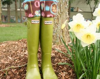 SLUGS Fleece Rain Boot Liners Turquoise In Bright Woodland Pattern Cuff, Fall Winter Fashion, Gardening (Sm/Med 6-8 Boot)