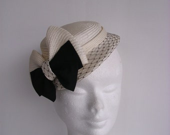 Natural straw and black  hat fascinator vintage style 1920' 1930' 1940' 1950'