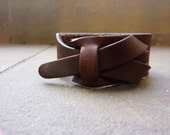 leather cuff in testa di moro