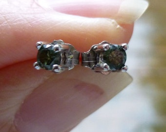 14KT white gold green diamonds stud earrings 20 points total weight