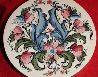 Norwegian Rosemaling--round treasure box--Hand Painted