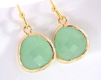 MInt Earrings, Glass Earrings, Dangle, Drop, Gold Light Green Earrings, Mint Green, Bridesmaid Earrings, Bridal Earrings, Bridesmaid Gifts