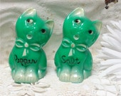 Green Hard Plastic Cat Shakers Exc