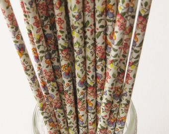 25 Paper FLORAL Pattern Straws - Free Printable Straw Flags - In COUNTRY LIVING Magazine