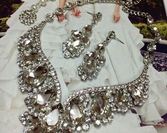 Hollywood Glam Chunky Bridal Jewelry Set, Crystal Wedding Jewelry Set, Classic Ballroom Accessory Set, Silver Bridal Bib Necklace Earrings