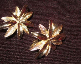"Vintage Sarah Coventry earrings goldtone ""Tropics"""
