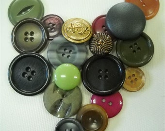 Lot of 18  buttons-Plastic-Metal-Leather buttons -New- Old buttons-  lot mj01