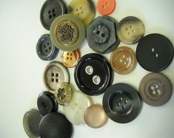 Lot of 20 vintage buttons- lot mj09