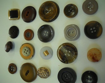 Lot of 20 vintage buttons- lot mj07