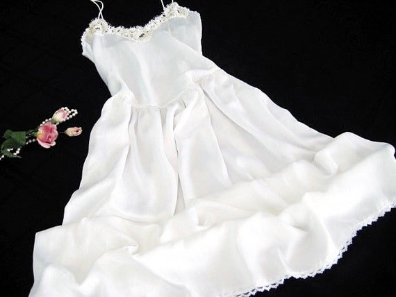 Vintage Nightgown: Papillon Paula Carbone. Ivory White, Sequins, Lace & Faux Pearls. Size MEDIUM