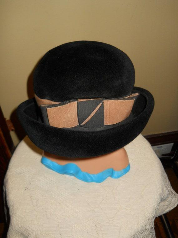 chapeau melon de velours noir vintage derby par sweetnancyvintage. Black Bedroom Furniture Sets. Home Design Ideas