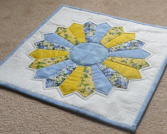 quilted table topper dresden plate blue yellow. Black Bedroom Furniture Sets. Home Design Ideas