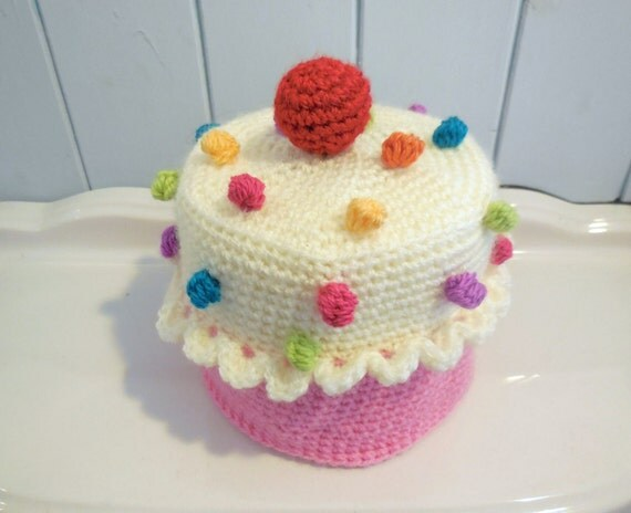 Cupcake toilet paper cover crochet pattern in English and