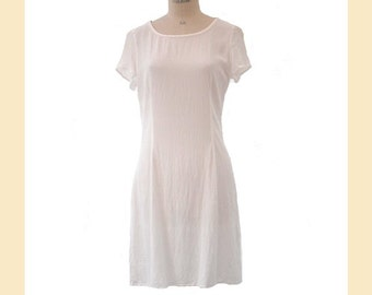 Vintage 1990s dress in white crepe viscose with short sleeves and round neck, shift dress, UK size 12 to 14
