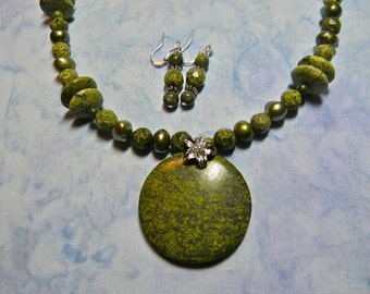 21 Inch Olive Green Serpentine Stone Pendant Necklace with Earrings