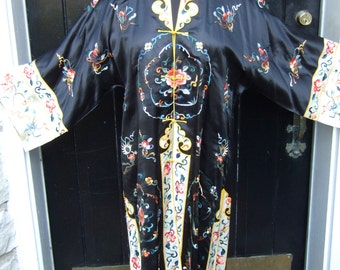 Opulent Embroidered Silk Luxurious Asian Duster c 1970