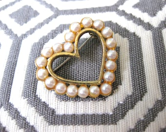 Pearl Heart Pin with Gold tone setting faux Valentine Pin Small brooch Wedding Jewellery Fashion Petite
