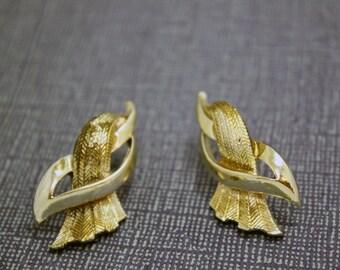 Clip On Earrings Vintage Gold Toned Nouveau