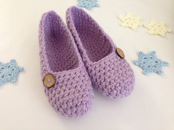 Extra thick , Simply slippers , Adult Crochet Slippers , Women slippers with natural cocunut shell round button, house shoes