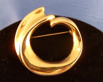 Gold Swirl Brooch