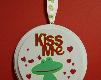 Kiss Me wall sign