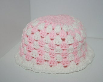 SALE~Newborn crochet baby gift hat. Pink and white. Girl. 0-3m OOAK