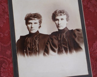 Antique Victorian Cabinet Card Photo  - 1890s Ohio - Mother & Daughter or Sisters in Matching Dresses
